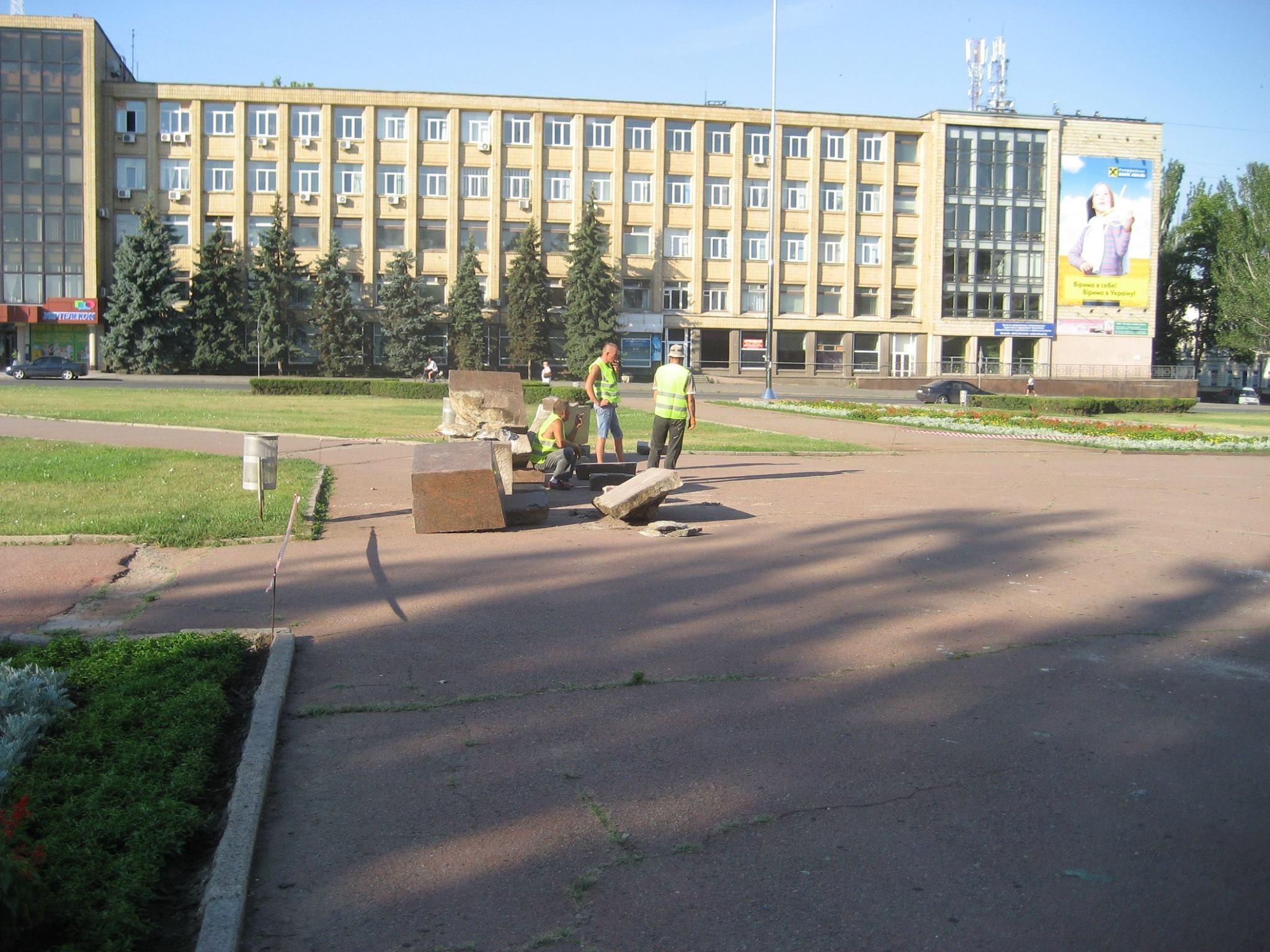 У Миколаєві демонтують постамент Леніну - фото 1