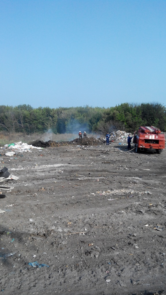 На Київщині загорілося сміттєзвалище - фото 1