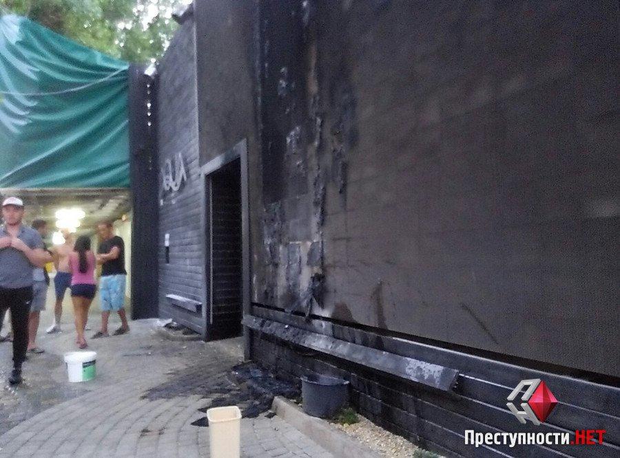 В Коблево троє в балаклавах підпалили нічний клуб - фото 1