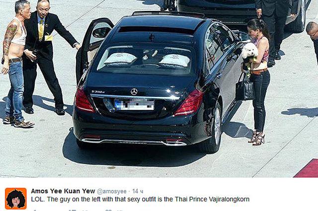 63-річний принц Таїланду прилетів до Європи в сандалях, топіку і з білим пуделем - фото 1