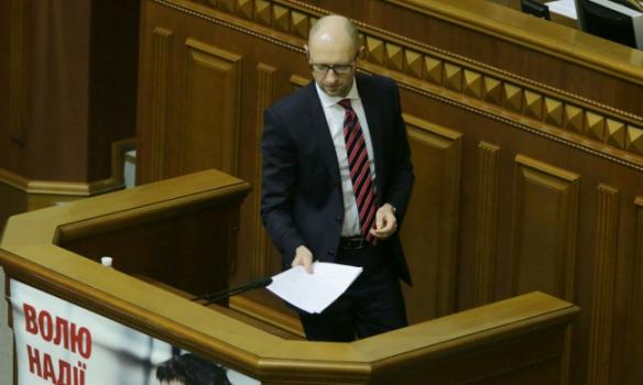 Які жести показував нардепам Яценюк під час звіту - фото 1
