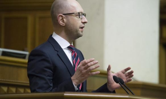 Які жести показував нардепам Яценюк під час звіту - фото 4