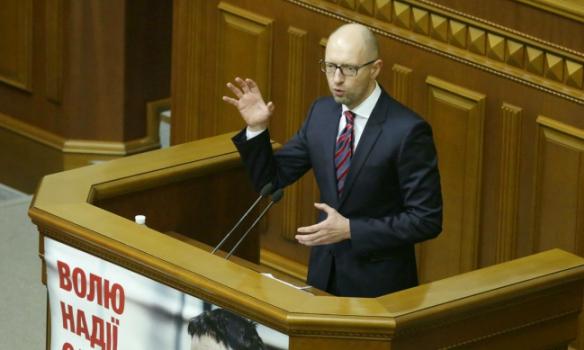 Які жести показував нардепам Яценюк під час звіту - фото 2