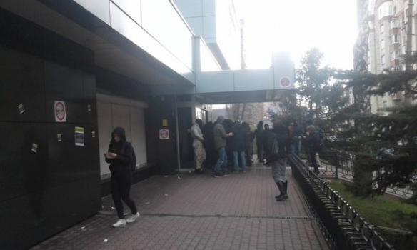 """""""Азовці"""" заблокували """"Інтер"""" (ФОТО) - фото 1"""