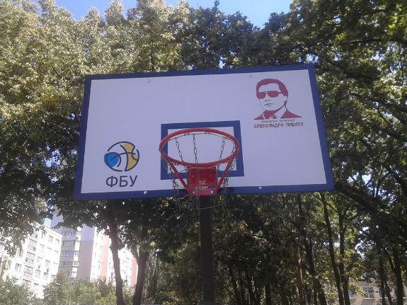 Як депутат Кличка самопіариться на баскетбольних щитах  - фото 1