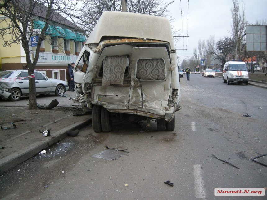 """У Миколаєві BMW на величезній швидкості протаранив """"Газель"""": четверо загинули"""