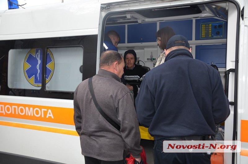 У Миколаєві мікроавтобус збив пішоходів на трамвайних коліях та втік з місця ДТП