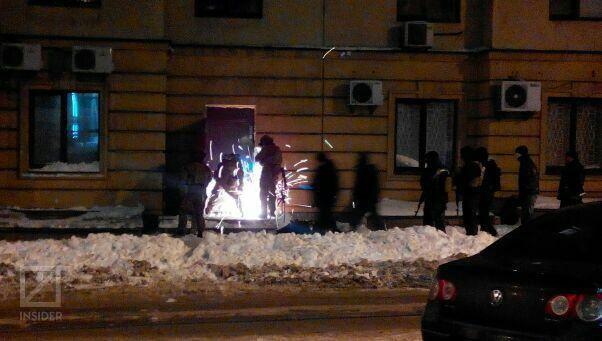 ЗМІ: Вночі СБУ штурмувала офіс в центрі Києва - фото 1