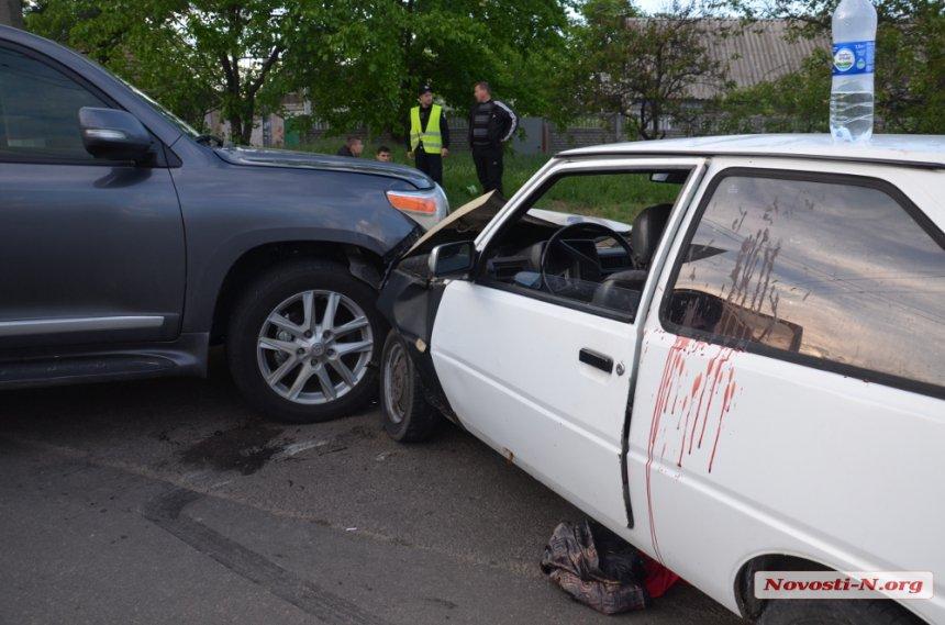 """У Миколаєві головлікар пологового будинку на Toyota протаранив """"Таврію"""" - фото 2"""