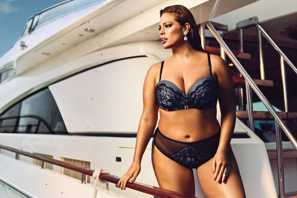 Модель plus-size Ешлі Грем роздяглася для спокусливої реклами  - фото 4