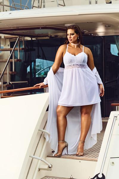 Модель plus-size Ешлі Грем роздяглася для спокусливої реклами  - фото 2