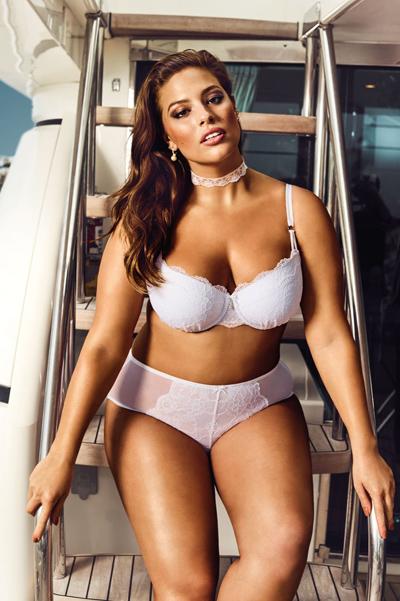 Модель plus-size Ешлі Грем роздяглася для спокусливої реклами  - фото 1