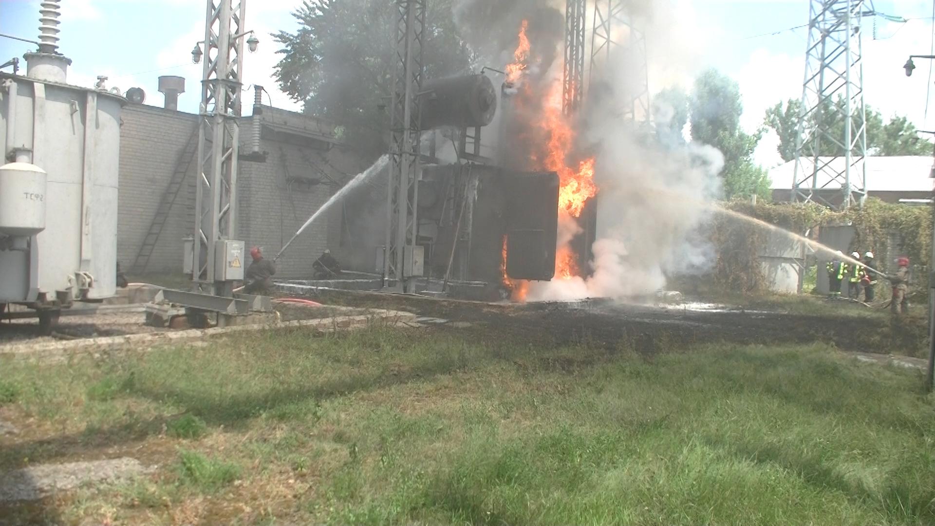 Рятувальники прокоментували пожежу на підстанції в Харкові (ВІДЕО, ФОТО)  - фото 2