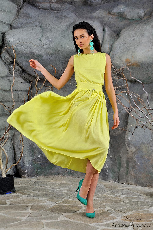 Желтое платье с зеленым