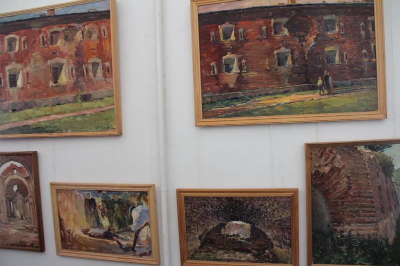 """Вінницький художник подарував півсотні картин """"Брестській фортеці-герою"""" - фото 1"""