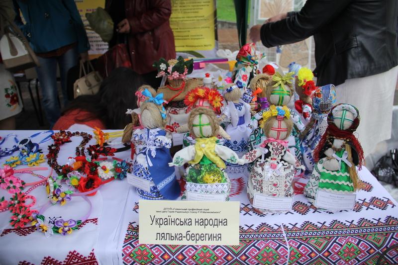 Чим творча молодь Вінниччини хизувалась в центрі міста - фото 8
