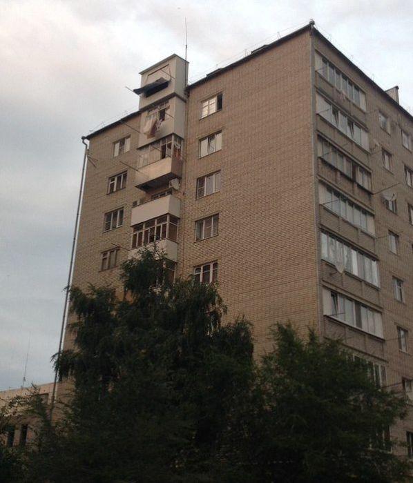 ТОП-20 балконів, володарі яких плювали на оточуючих - фото 13