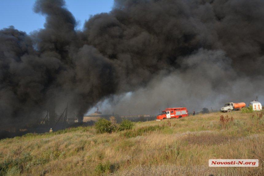 На Миколаївщині загорівся підпільний завод по переробці автомобільних шин - фото 3