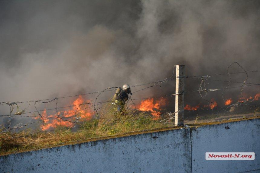 На Миколаївщині загорівся підпільний завод по переробці автомобільних шин - фото 1