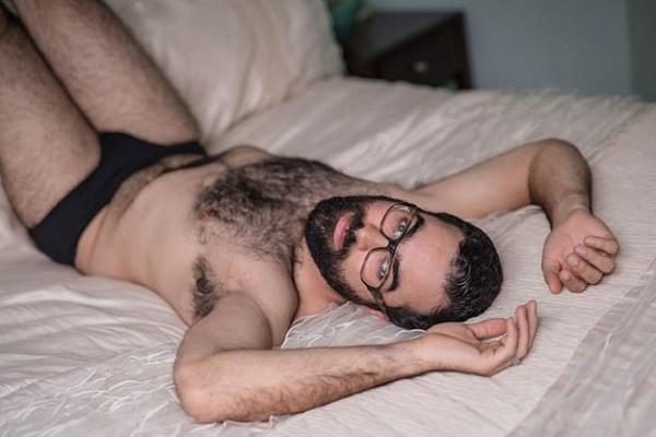 Як чоловік подарував дружині еротичний календар із собою (18+ ФОТО) - фото 12