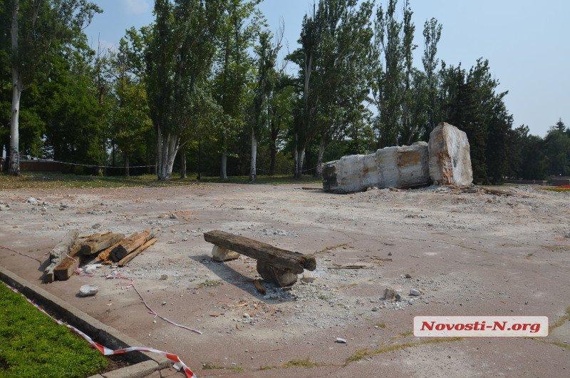 З головною площі Миколаєва прибрали постамент Леніну