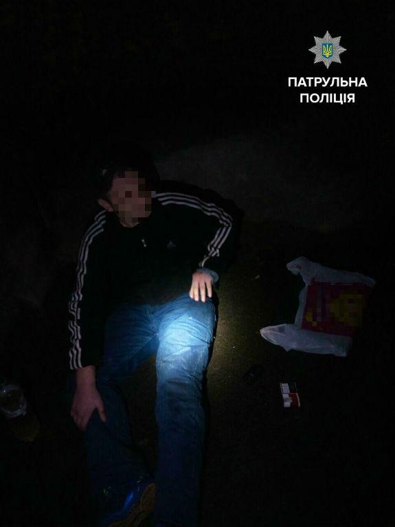 Столичний горе-грабіжник випав з вікна з краденими ноутбуками - фото 1