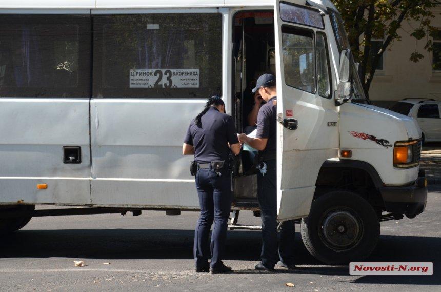 У Миколаєві маршрутка збила чоловіка на світлофорі - фото 1