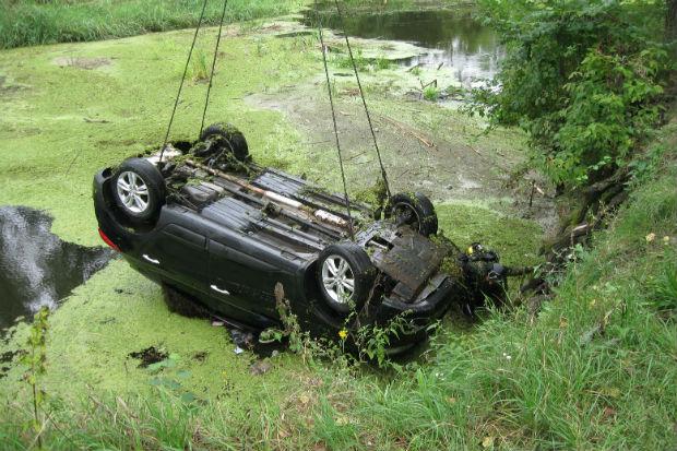На Харківщині разом із автомобілем потонули дві жінки - фото 2