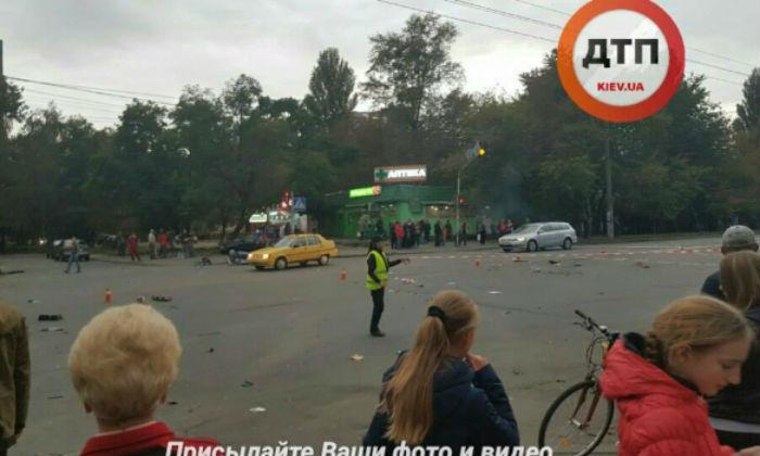 У столиці в ДТП постраждали троє людей - фото 1