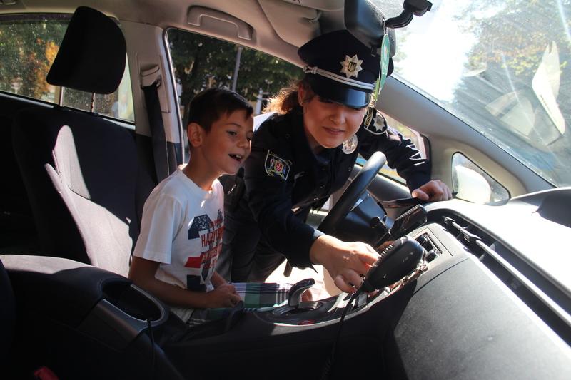 Вінницькі поліцейські привезли в центр Вінниці свій арсенал - фото 5