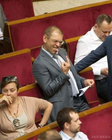Нардеп Пашинський показав у Раді непристойний жест (ФОТОФАКТ) - фото 1