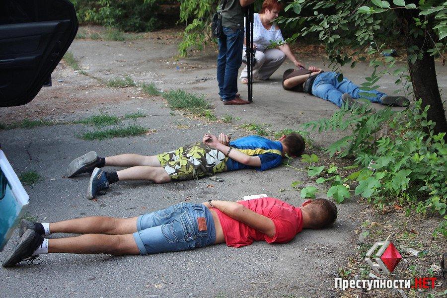 """У Миколаєві АТОшники з """"Правого сектору"""" нападали на таксистів та викрадали авто - фото 3"""