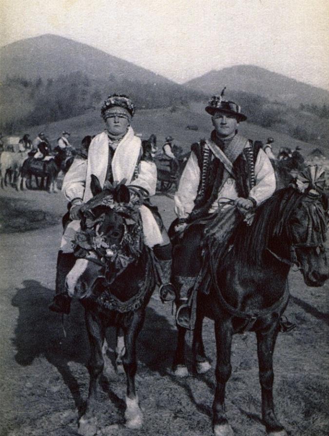 Розцяцьковані дерева, коні замість кортежів і дірки від бубликів: Обряди і традиції гуцульського весілля - фото 7