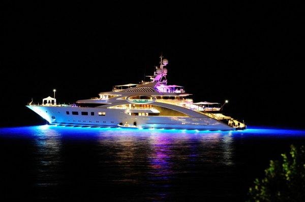 """Лещенко: """"Аграрій"""" Косюк релаксує на двох яхтах за $200 млн - фото 1"""