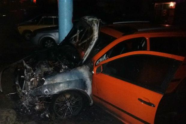 У Харкові показали місце підпалу п'яти автомобілів - фото 4