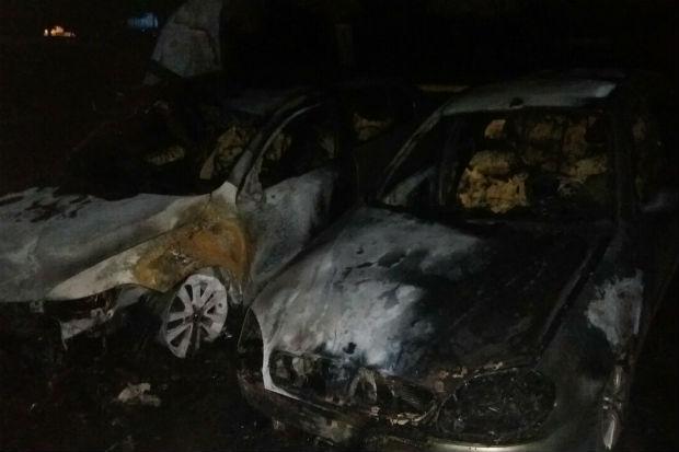 У Харкові показали місце підпалу п'яти автомобілів - фото 3