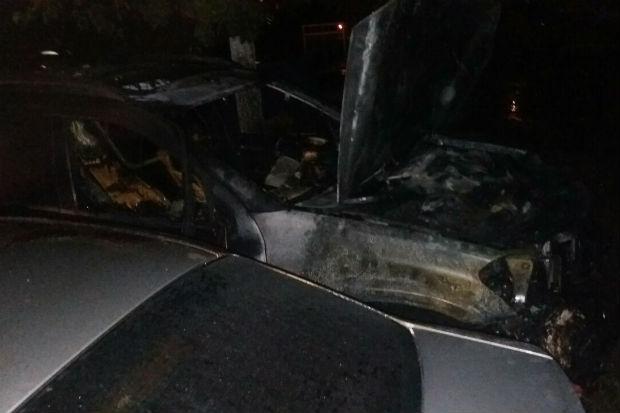 У Харкові показали місце підпалу п'яти автомобілів - фото 1
