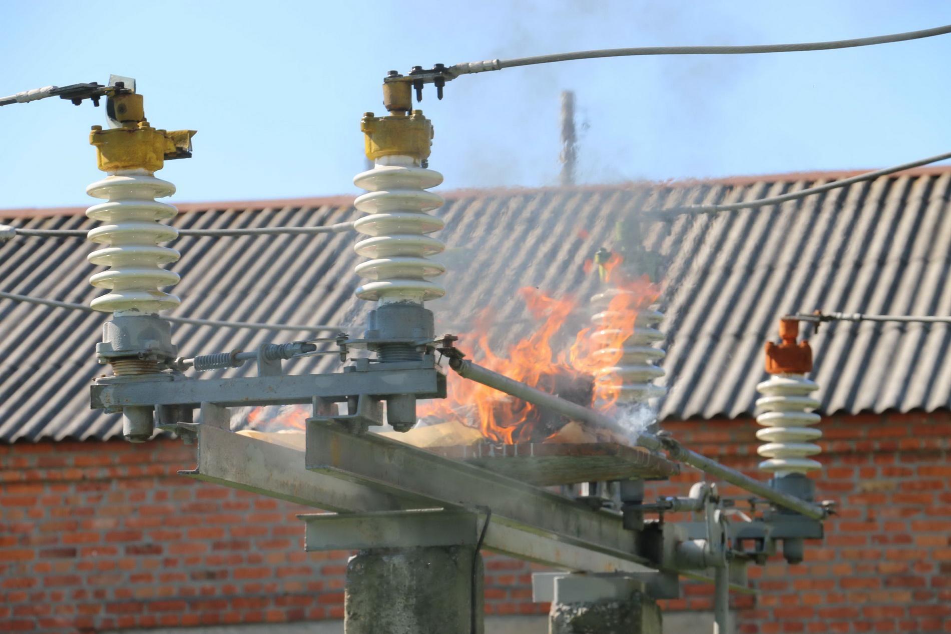 На Харківщині енергетиків вчили гасити пожежі  - фото 2
