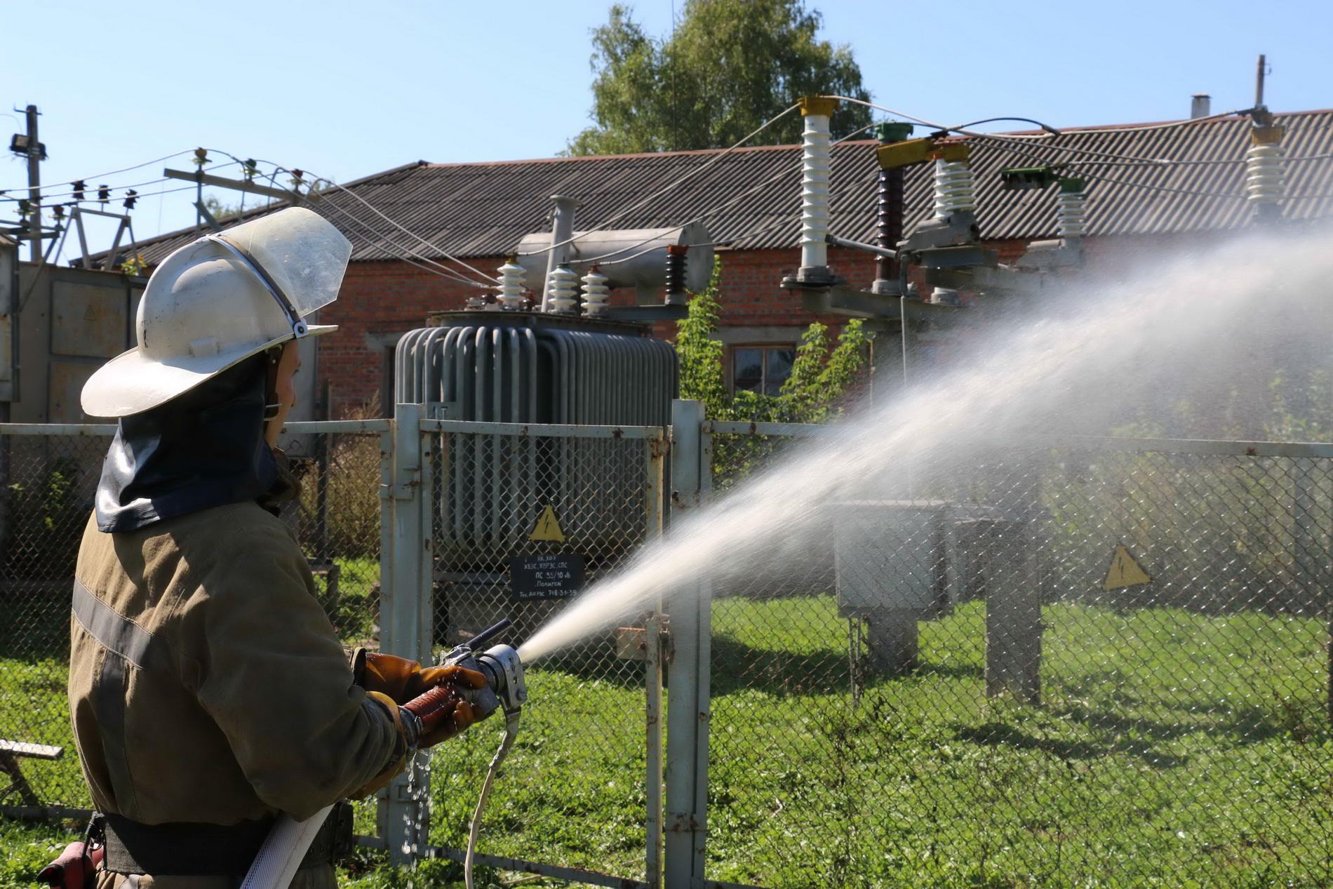 На Харківщині енергетиків вчили гасити пожежі  - фото 1