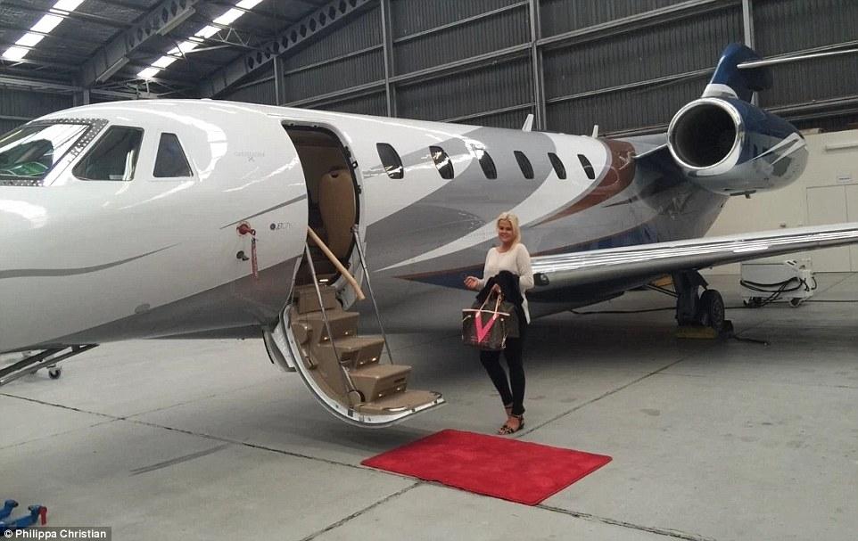 Гламурне життя няні багатіїв: приватні літаки, розкішні вілли та інші пільги  - фото 1