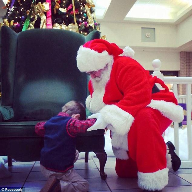 Як маленький хлопчик попросив Санту замість подарунків молитися за хворе немовля - фото 1
