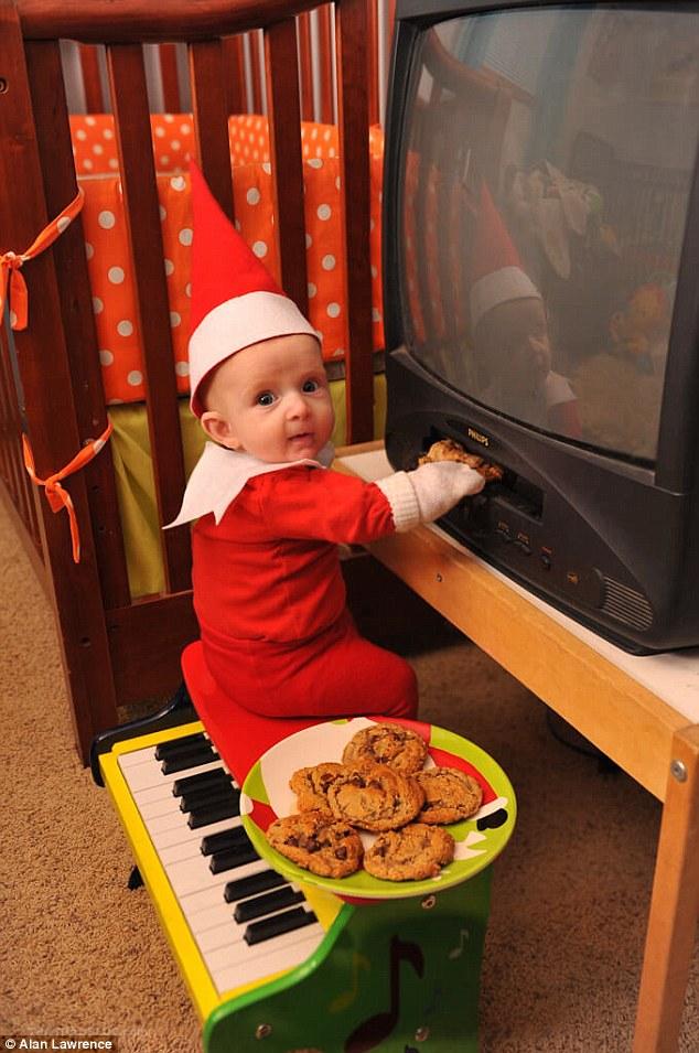 4-місячний малюк-ельф підірвав мережу своєю різдвяною фотосесією  - фото 5