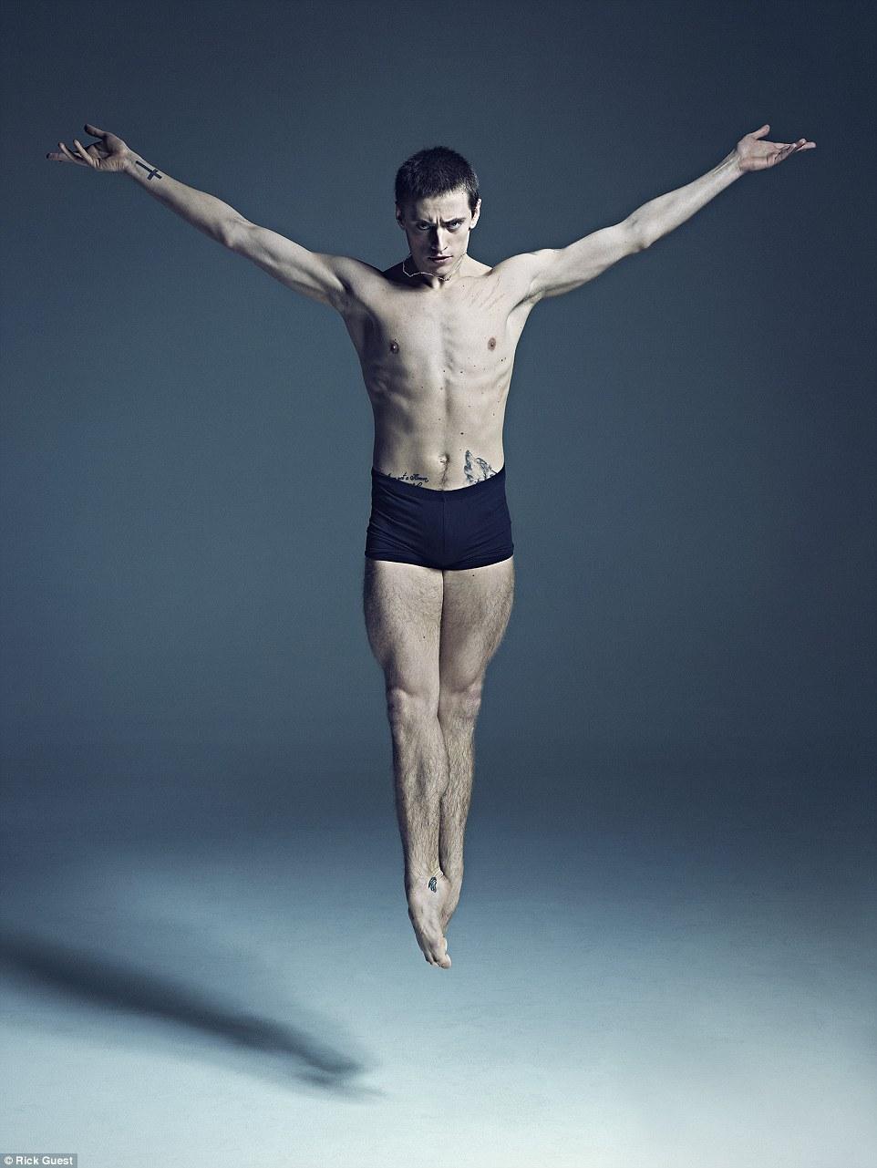 Неймовірні фото танцюристів балету підірвали мережу  - фото 1