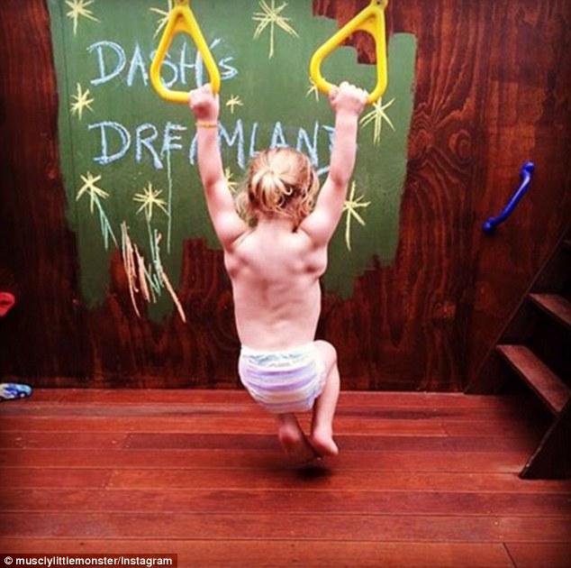 2-річний хлопчик став новою фітнес-зіркою Інтернету - фото 1