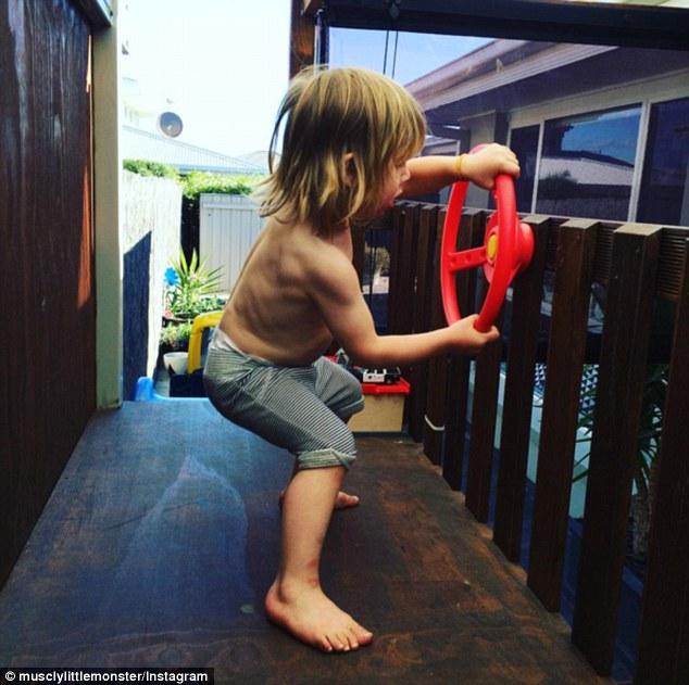 2-річний хлопчик став новою фітнес-зіркою Інтернету - фото 2