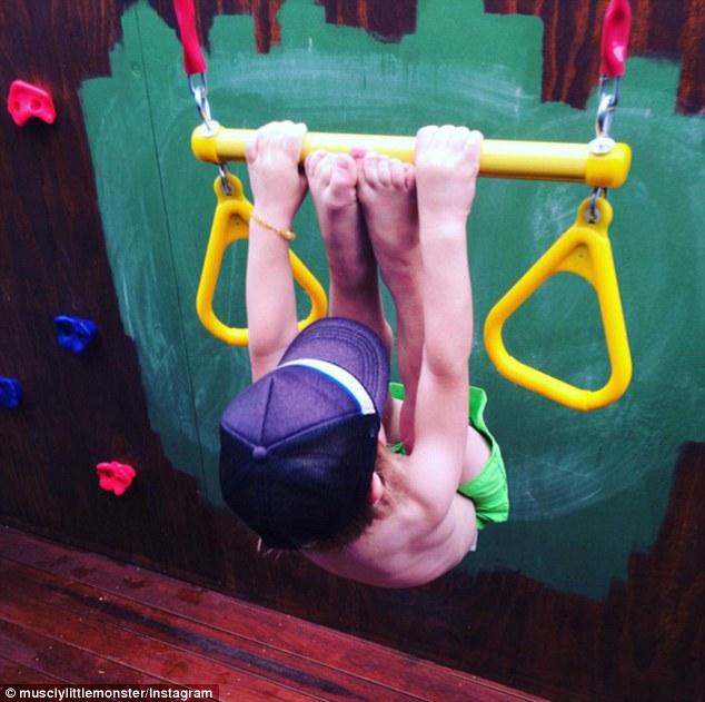 2-річний хлопчик став новою фітнес-зіркою Інтернету - фото 5