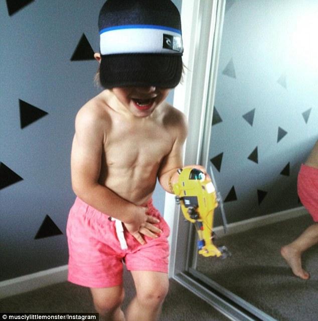 2-річний хлопчик став новою фітнес-зіркою Інтернету - фото 6