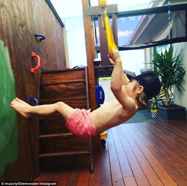 2-річний хлопчик став новою фітнес-зіркою Інтернету - фото 7