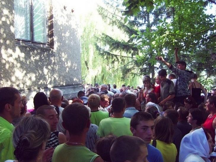 В Чернівецькій області селяни сприйняли плями від сечі за лик Богородиці - фото 4