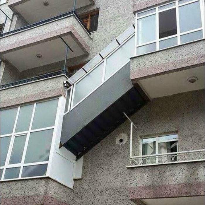 ТОП-20 балконів, володарі яких плювали на оточуючих - фото 3